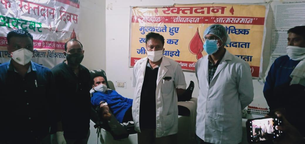 Youth shiv sena done voluntary blood donation at bd pandey                      युवा शिवसेना ने बीडी पांडे में किया स्वैच्छिक रक्तदान