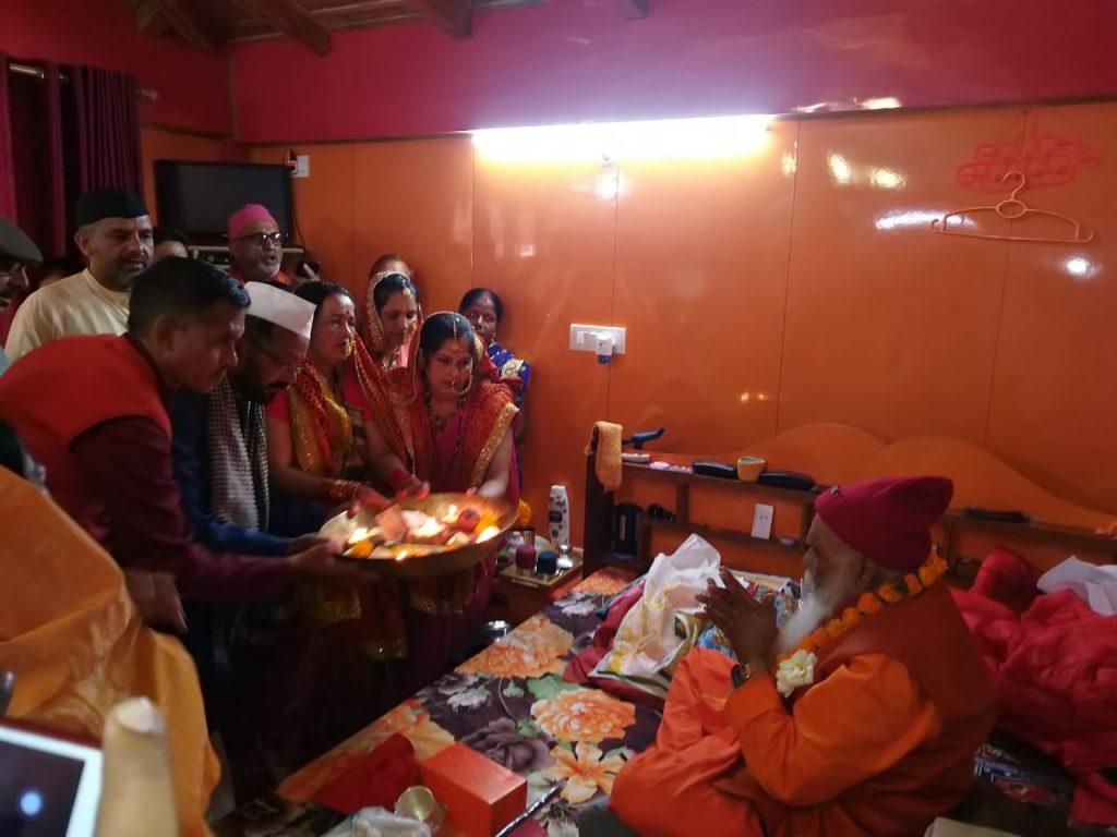धारी में हर्षोल्लास के साथ मनाया गया परमानंद पूरी महाराज का जन्मदिन